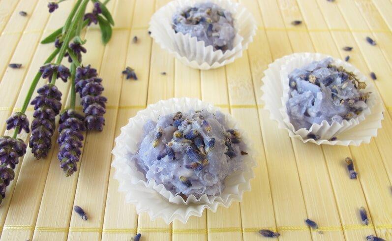 Handgemachte Badepralinen mit Lavendel